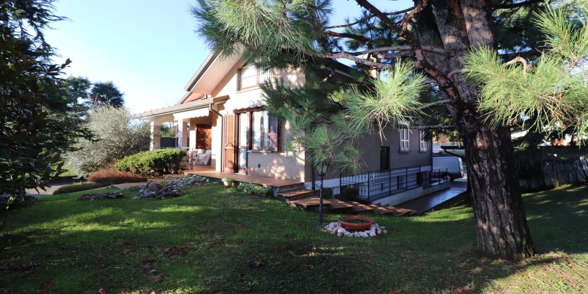 Villa Singola A Misinto (MB)